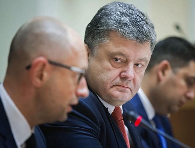 Премьер-министр Украины Арсений Яценюк, президент Украины Пётр Порошенко и председатель Верховной рады Украины Владимир Гройсман (слева направо)