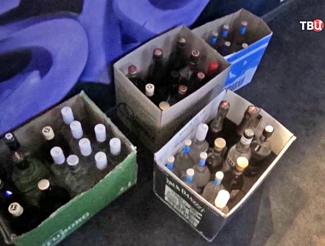 бутылки с алкоголем в ящиках