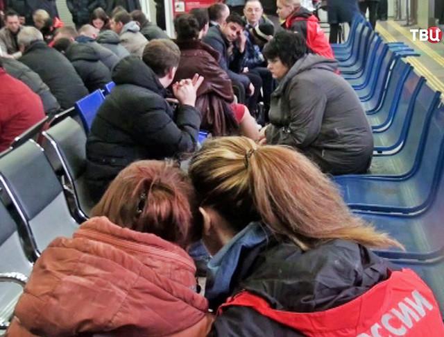 Родственники пассажиров разбившегося в аэропорту Ростова-на-Дону самолета Boeing-737-800