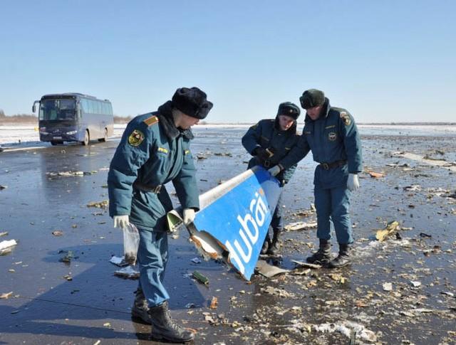 Работы на месте крушения пассажирского самолета Boeing-737-800 в аэропорту Ростова-на-Дону