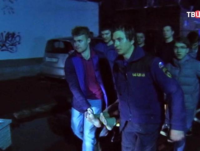 Спасатели оказывают помощь студентам МАИ