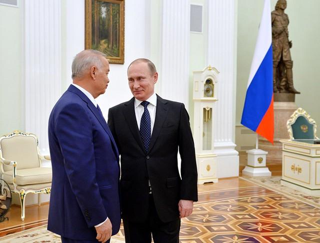 22 Президенты России и Узбекистана провели неформальную встречу в Кремле