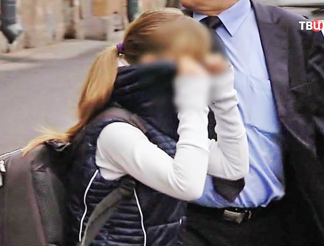 Девочку-авиааяца забирают из Санкт-Петербурга