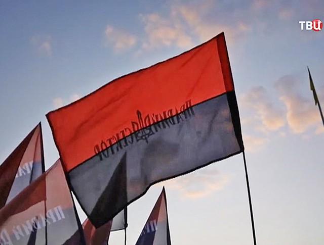 """Флаг радикальной украинской организации """"Правый сектор"""""""