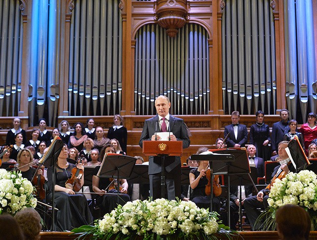 Президент России Владимир Путин на концерте симфонического оркестра Мариинского театра