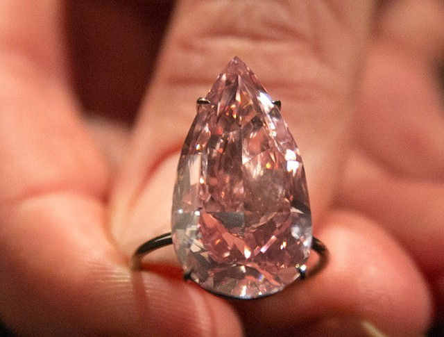 Крупнейший розовый бриллиант