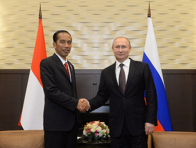 Президент России Владимир Путин и президент Индонезии Джоко Видодо