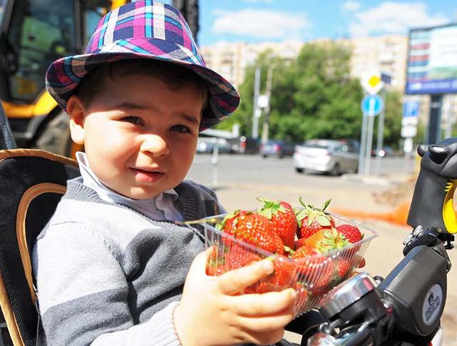 Открытие клубничных ярмарок в Москве