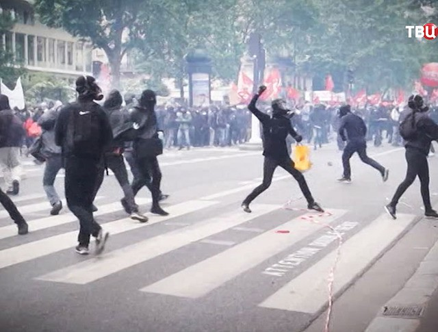 Беспорядки во время митинга в Париже