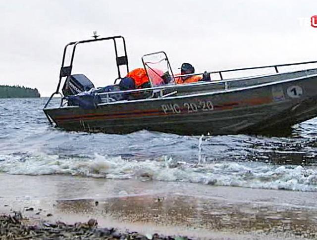 Моторная лодка МЧС России