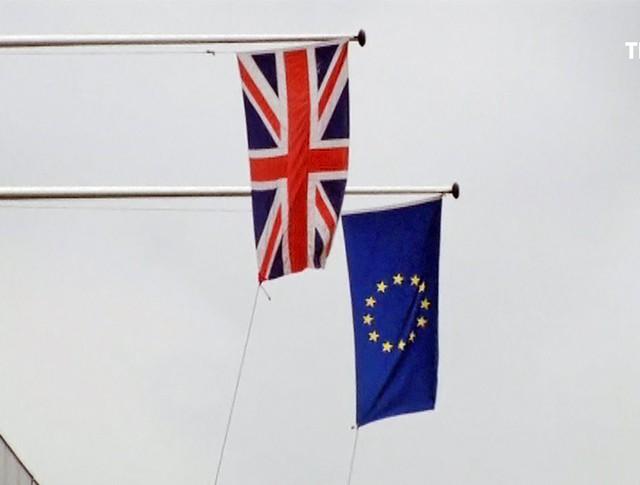 Флаги Великобритании и Евросоюза
