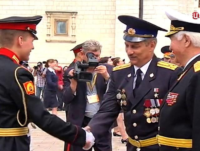 Поздравление выпускников Московского суворовского училища