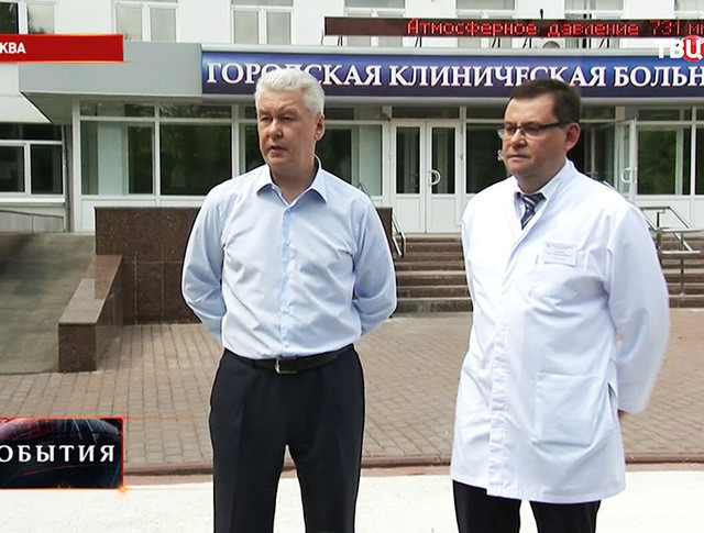 Мэр Москвы Сергей Собянин во время посещения нового сосудистого центра при городской клинической больнице №3
