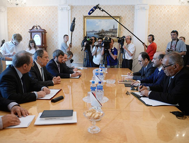 Глава МИД России Сергей Лавров и лидер Национальной коалиции оппозиционных и революционных сил (НКОРС) Сирии Ахмед аль-Джарба