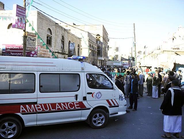 Автомобиль скорой помощи на месте теракта в Йемене