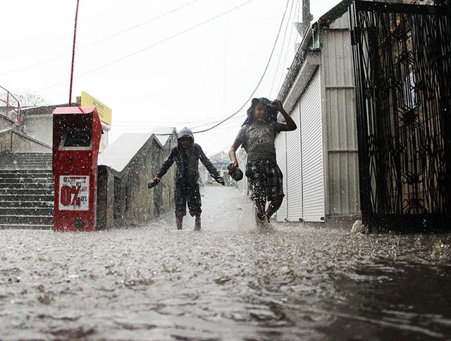 Сильный дождь в Севастополе