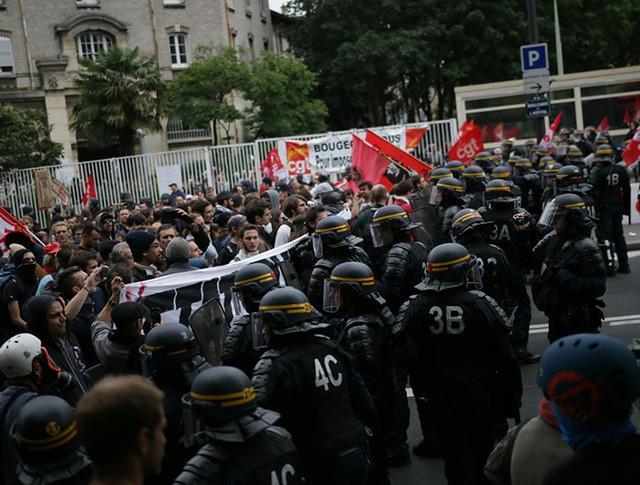 Митинг во Франции против трудовой реформы