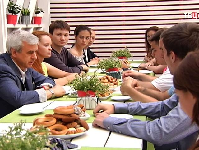 Депутат Госдумы Вячеслав Лысаков провел встречу с активистами Молодежного парламента