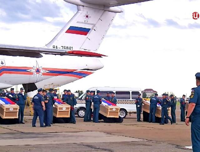 Доставили тела членов экипажа разбившегося под Иркутском Ил-76