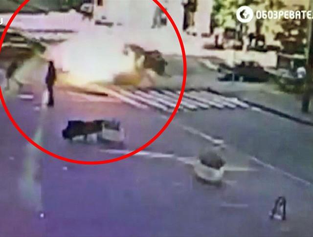 Момент взрыва машины с журналистом Павелом Шереметом