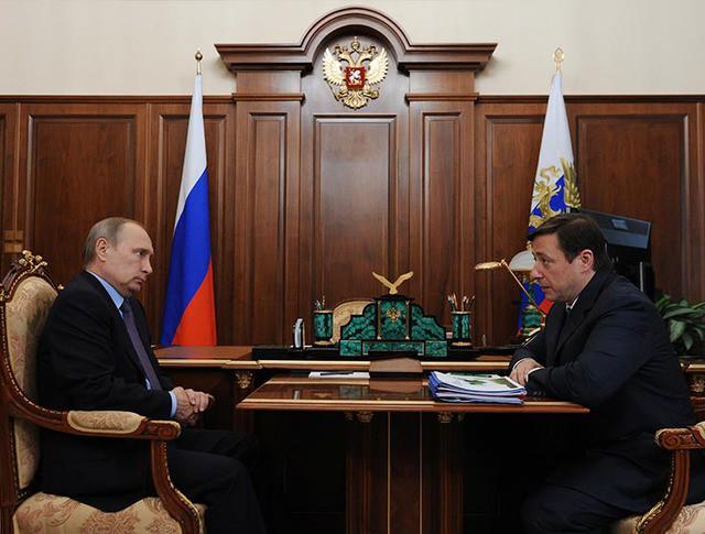 Президент РФ Владимир Путин и заместитель председателя правительства РФ Александр Хлопонин во время встречи