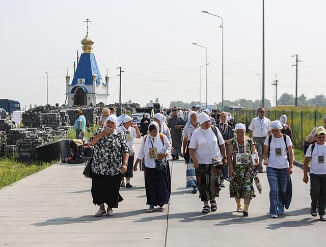 Участники Крестного хода на Украине