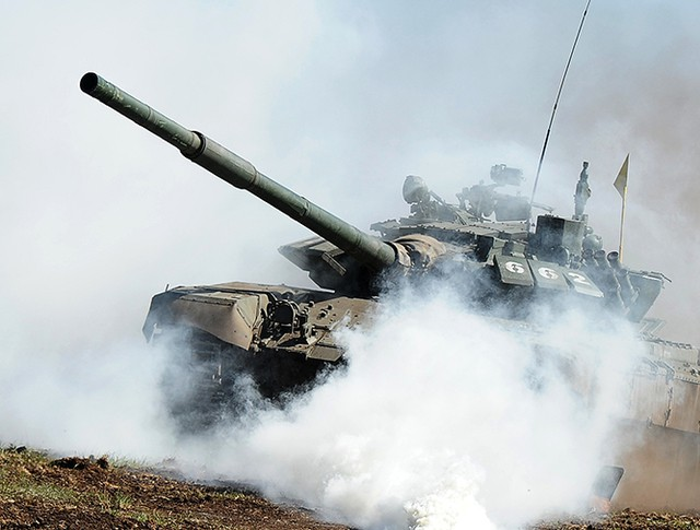 Танк Т-72 на дистанции
