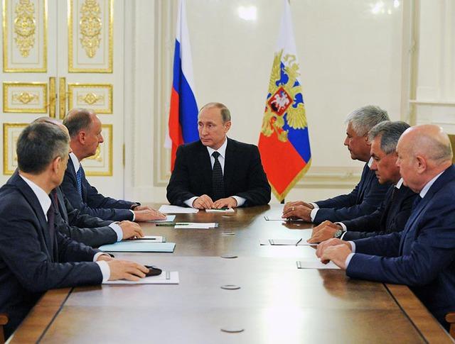 Президент России Владимир Путин на заседании с членами Совбеза РФ
