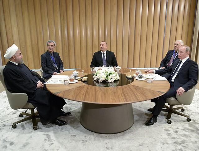 Президент России Владимир Путин, президент Азербайджана Ильхам Алиев и президент Ирана Хасан Рухани