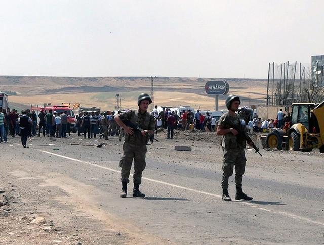 Аэропорт турецкого города Диярбакыр после обстрела