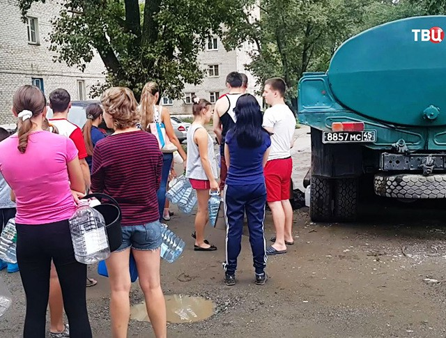Жители приморья в очереди за питьевой водой