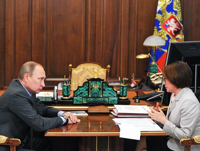 Президент России Владимир Путин и глава ЦБ Эльвира Набиуллина