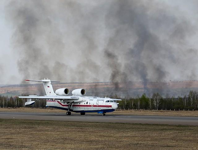 Самолет Бе-200 МЧС России