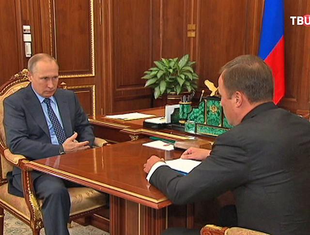 Владимир Путин и глава Роскосмоса Игорь Комаров