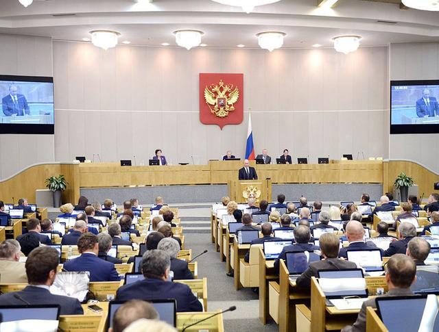 Президент России Владимир Путин выступает на заседании Госдумы РФ