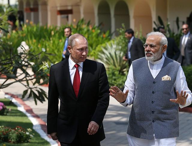 Президент России Владимир Путин и премьер-министр Республики Индии Нарендра Моди