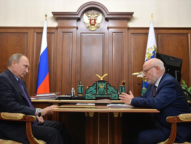 Владимир Путин и глава Совета по правам человека Михаилом Федотовым