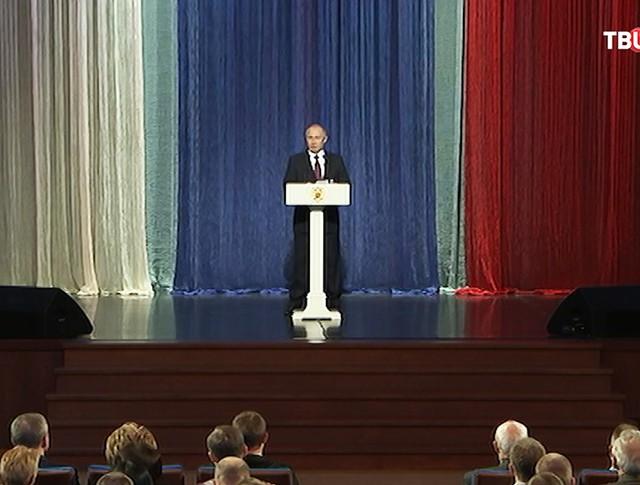Президент России Владимир Путин выступает на торжественном вечере посвященном Дню сотрудника органов внутренних дел