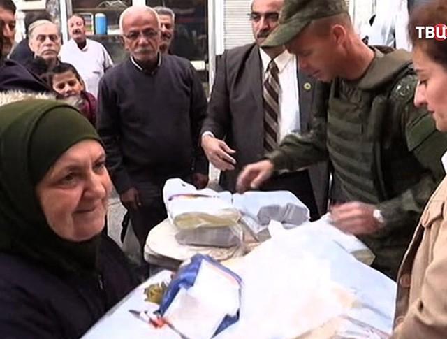 Российские военные доставили гумпомощь школьникам Сирии
