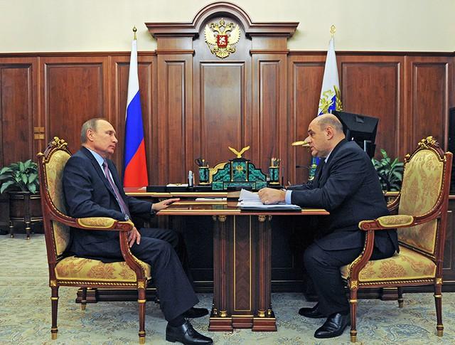 Президент РФ Владимир Путин и глава ФНС России Михаил Мишустин