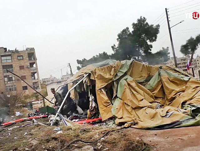 Последствия обстрела госпиталя в Алеппо