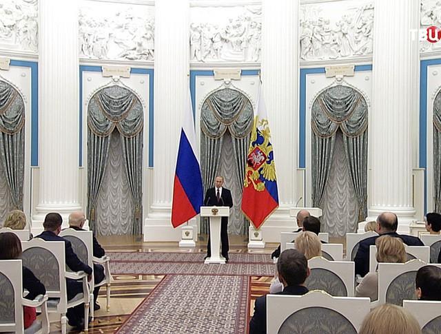 Президент России Владимир Путин во время вручения госпремий в Кремле
