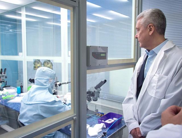 Сергей Собянин посетил лабораторию в технопарке
