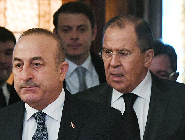 Глава МИД России Сергей Лавров и глава МИД Турции Мевлютом Чавушоглу во время встречи