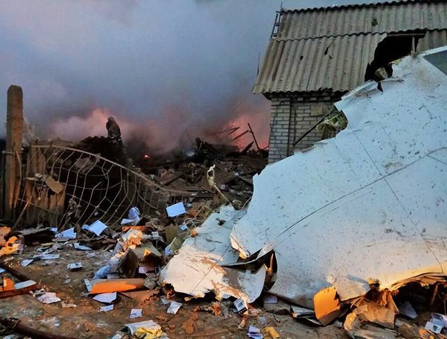 На месте крушения грузового самолета компании MyCargo Airlines, осуществлявшего рейс Гонконг - Стамбул