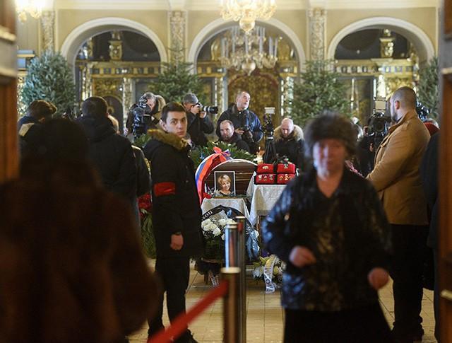 На церемонии прощания с Елизаветой Глинкой