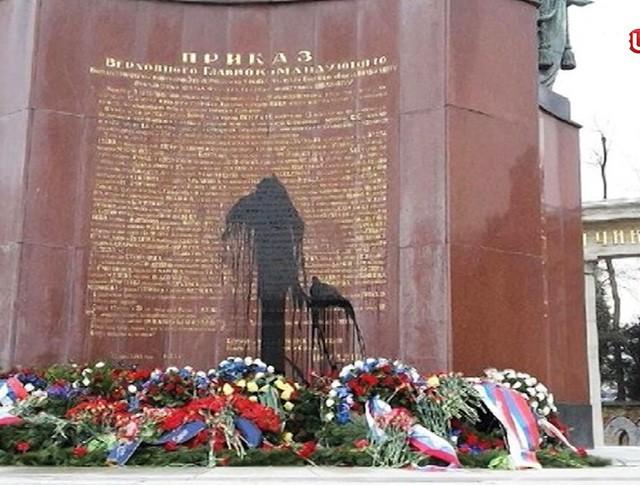 Осквернение мемориала советским воинам-освободителям в Вене