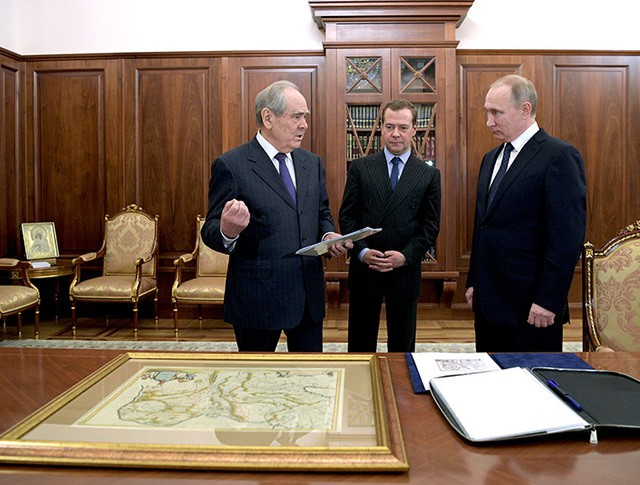 Владимир Путин и Дмитрий Медведев во время встречи с Минтимером Шаймиевым в Кремле