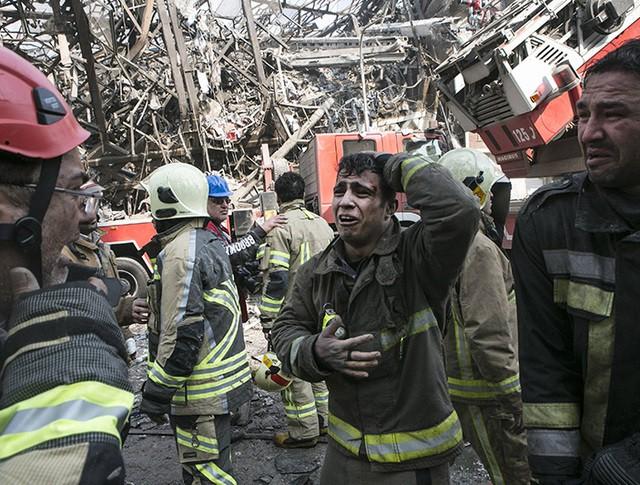 Обрушение многоэтажного дома в Тегеране