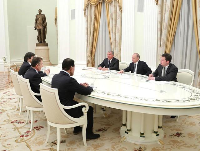 """Владимир Путин на встрече с новыми акционерами """"Роснефти"""""""
